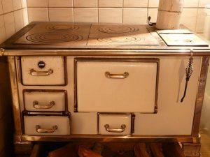 Het reinigen van de oven, gootsteen en koelkast in de keuken 1