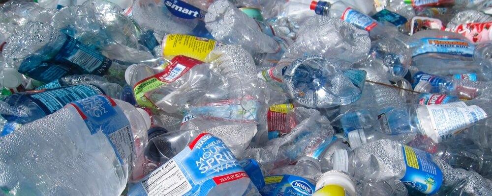 Wat mag bij het plastic afval ?